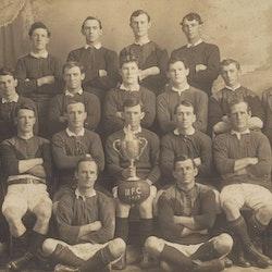 Mataura Seniors. Winners Championship 1913 Back row: A Cooper, L Truscott, J Corbett, J Cully. Second Row: J Brown (hon sec), H Hall, J McDermott, C Campbell, T George, P Ritchie, J Shell (Pres). Third Row: F McAneny, A Bird, E Mooney (Capt), H Murphy, W Osborne. Front Row: R Laurie, P Mullins