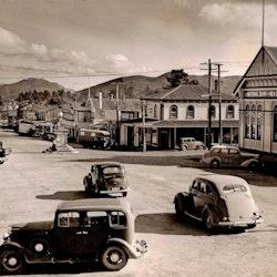 Looking down Seddon Street. National Bank, 1948.